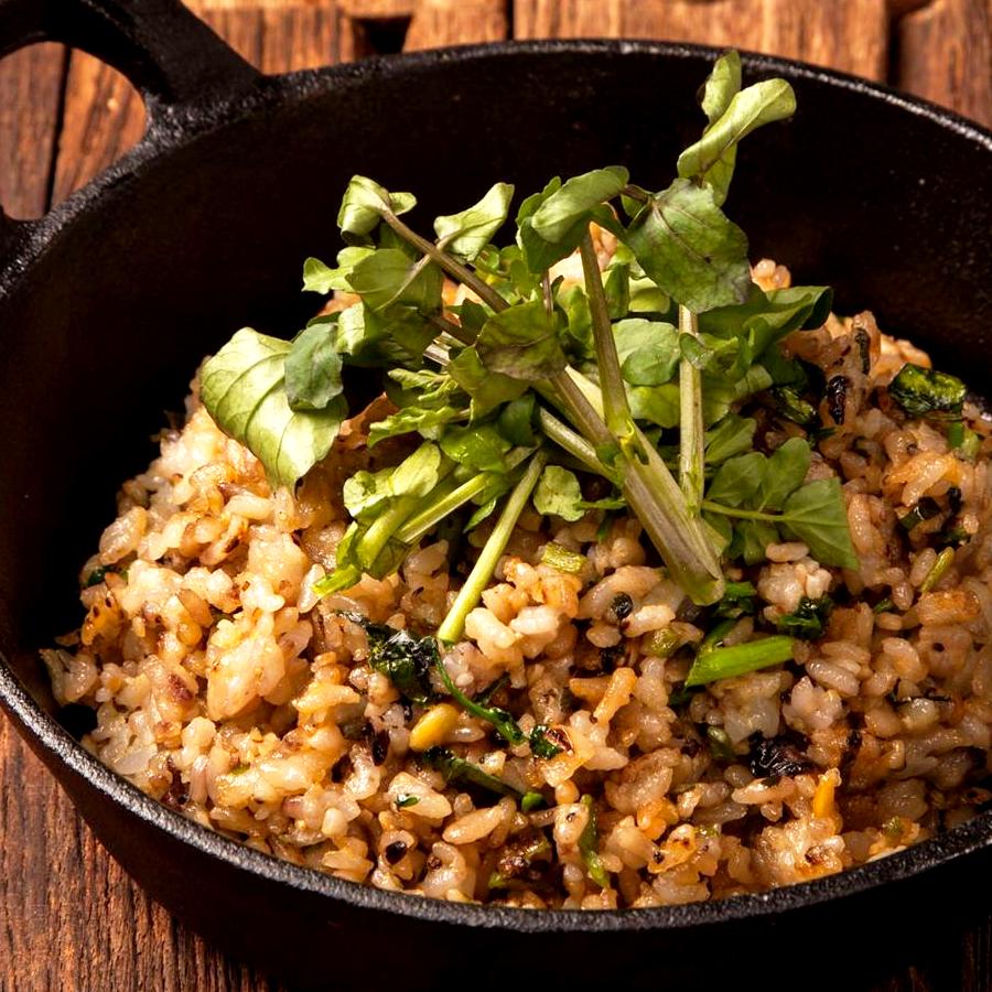 クレソンと五穀米の香ばしいガーリック炒飯