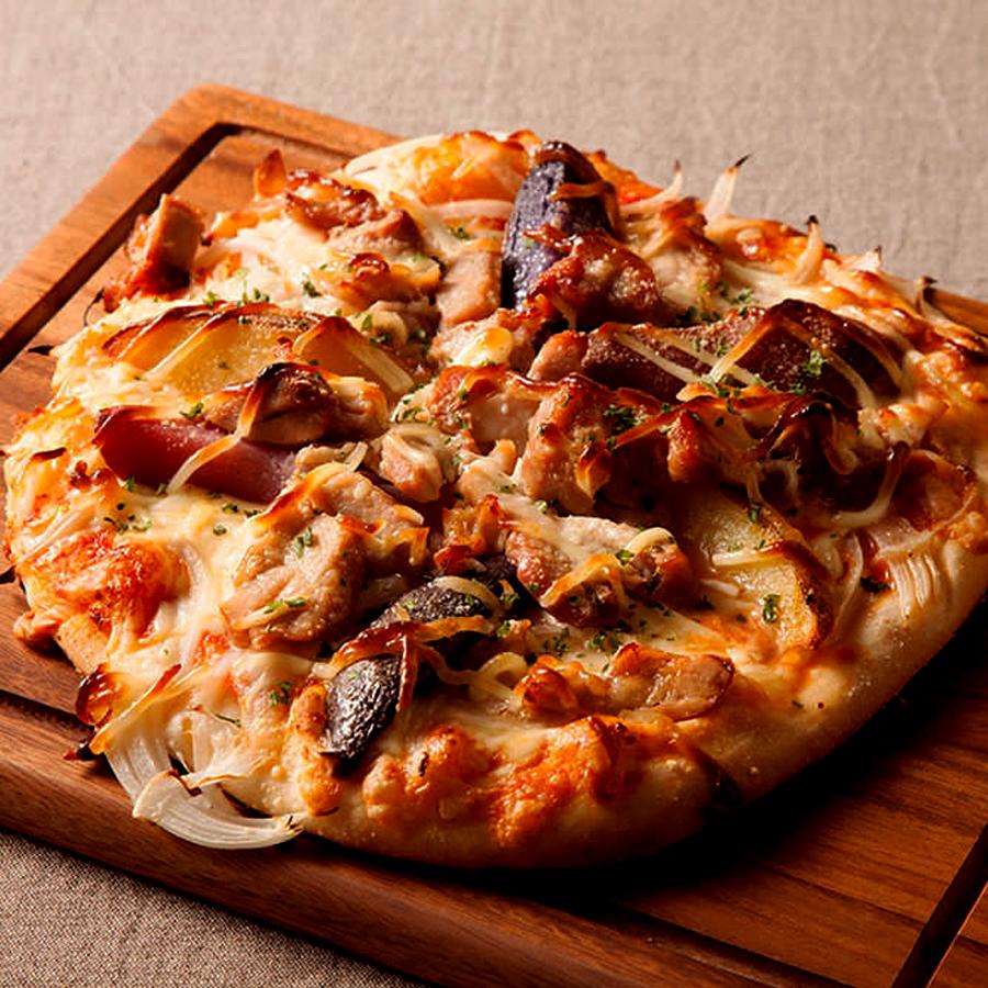 旬野菜をふんだんに使ったベジタブルピッツァ