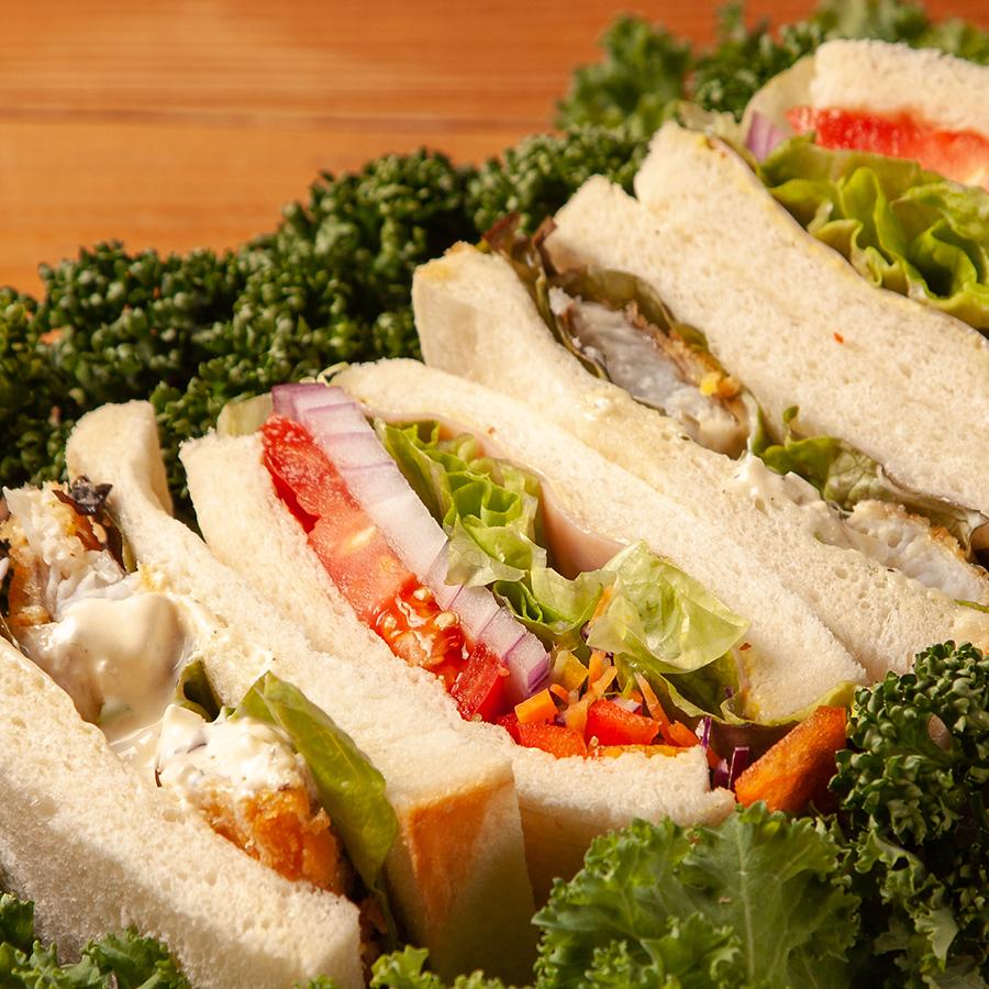 タルタルフィッシュフライ&たっぷり野菜のサンドウィッチ